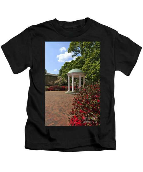 The Old Well At Chapel Hill Kids T-Shirt