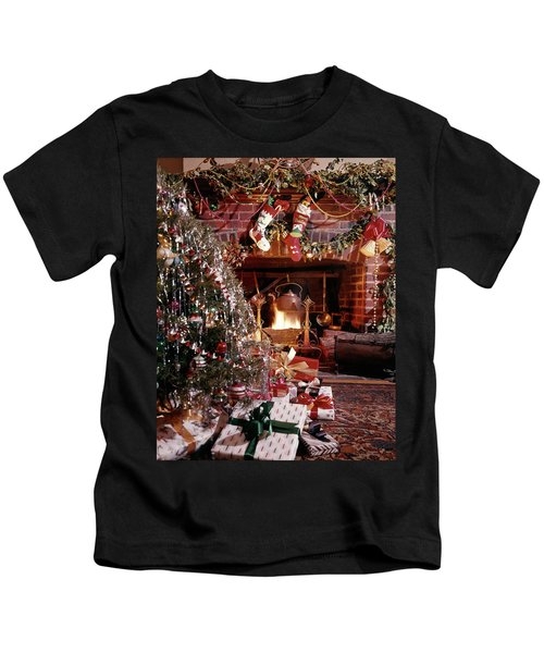 1960s Christmas Tree Stockings Presents Kids T-Shirt