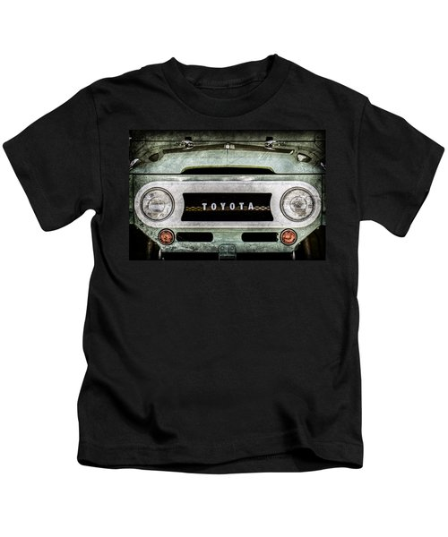 1969 Toyota Fj-40 Land Cruiser Grille Emblem -0444ac Kids T-Shirt