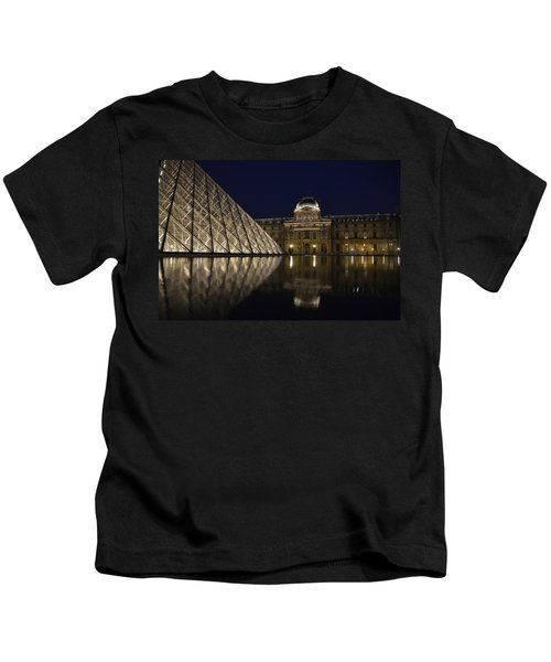 The Louvre Palace And The Pyramid At Night Kids T-Shirt