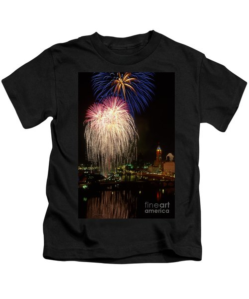 21l106 Red White And Boom Fireworks Photo Kids T-Shirt