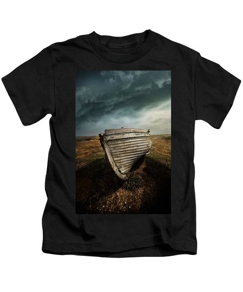 An Old Wreck On The Field. Dramatic Sky In The Background Kids T-Shirt