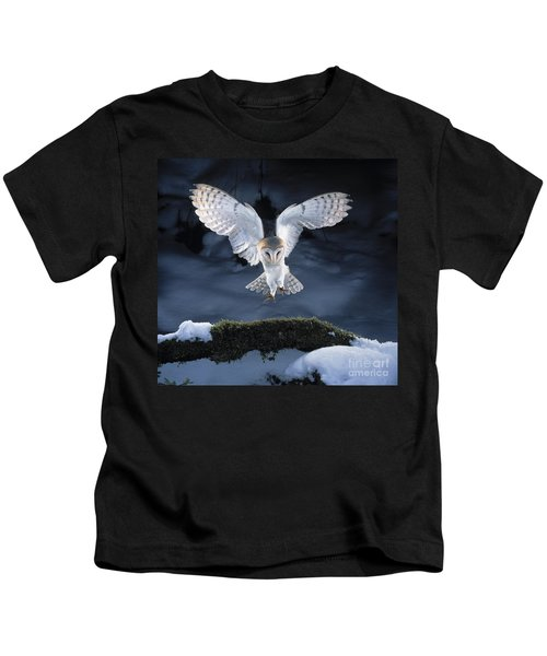 Barn Owl Landing Kids T-Shirt