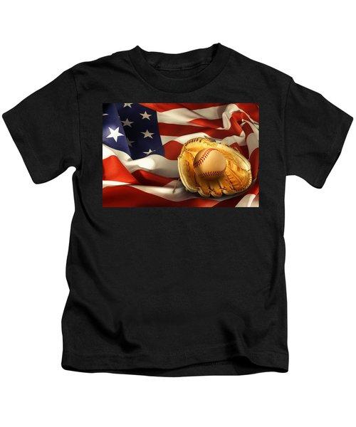 Baseball Kids T-Shirt by Les Cunliffe