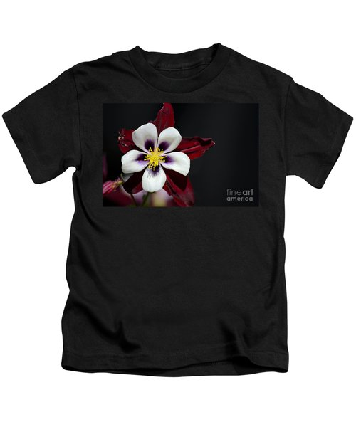Beautiful White Petal Yellow Stamen Purple Shades Aquilegia Columbine Flower Kids T-Shirt