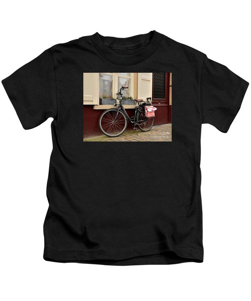 Bicycle With Baby Seat At Doorway Bruges Belgium Kids T-Shirt