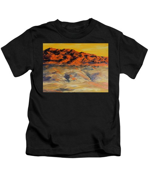 Brilliant Montana Mountains And Foothills Kids T-Shirt