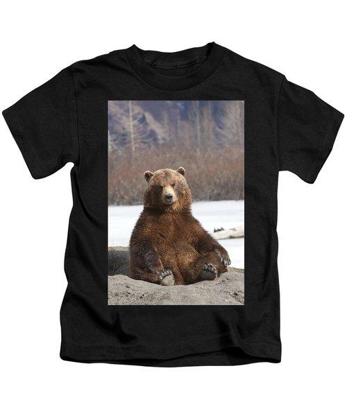 Captive Brown Bear Sits On Its Rump At Kids T-Shirt