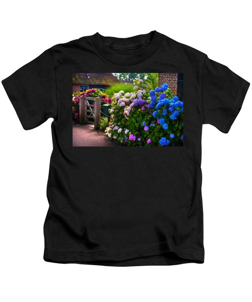 Colorful Hydrangea At The Gate. Giethoorn. Netherlands Kids T-Shirt
