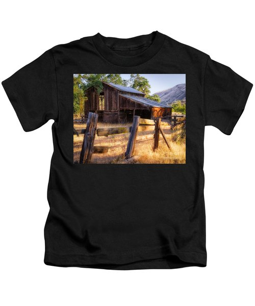 Country In The Foothills Kids T-Shirt