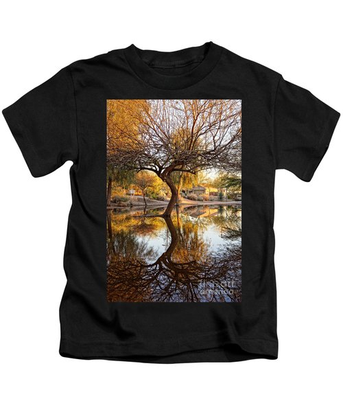 Curved Reflection Kids T-Shirt