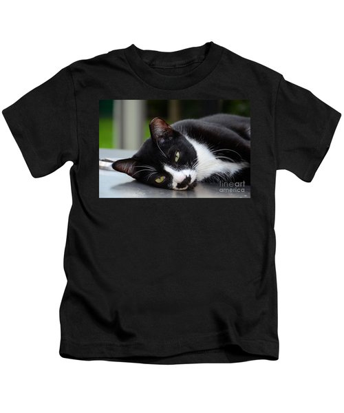 Cute Black And White Tuxedo Cat With Nipped Ear Rests  Kids T-Shirt