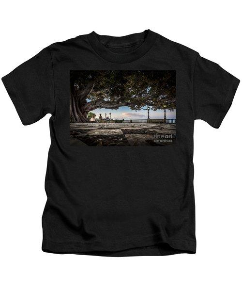 Ficus Magnonioide In The Alameda De Apodaca Cadiz Spain Kids T-Shirt