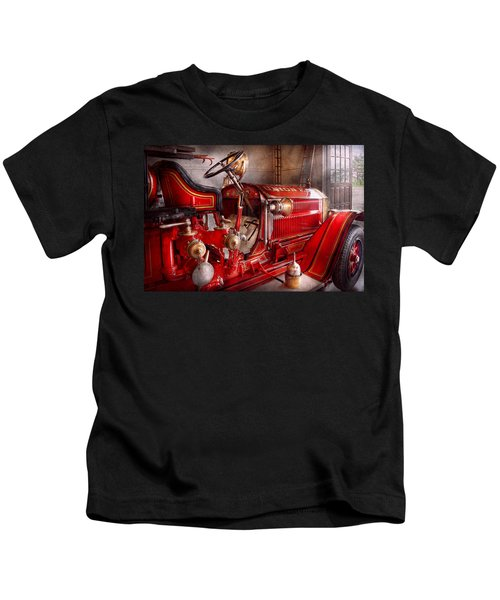Fireman - Truck - Waiting For A Call Kids T-Shirt