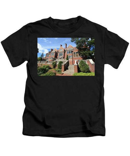 Glensheen Mansion Exterior Kids T-Shirt by Amanda Stadther