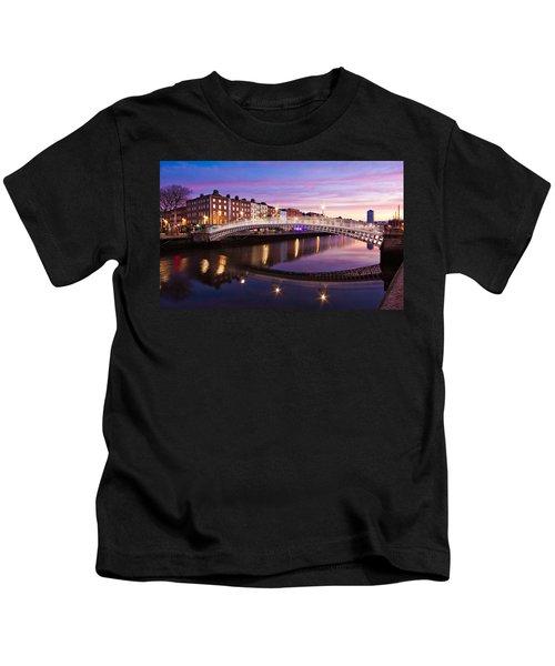 Hapenny Bridge At Dawn - Dublin Kids T-Shirt