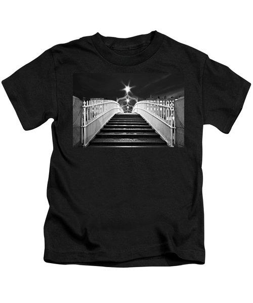 Ha'penny Bridge Steps - Dublin - Black And White Kids T-Shirt