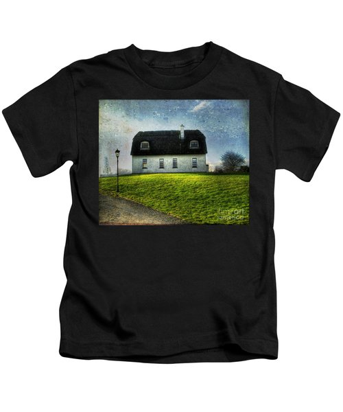 Irish Thatched Roofed Home Kids T-Shirt