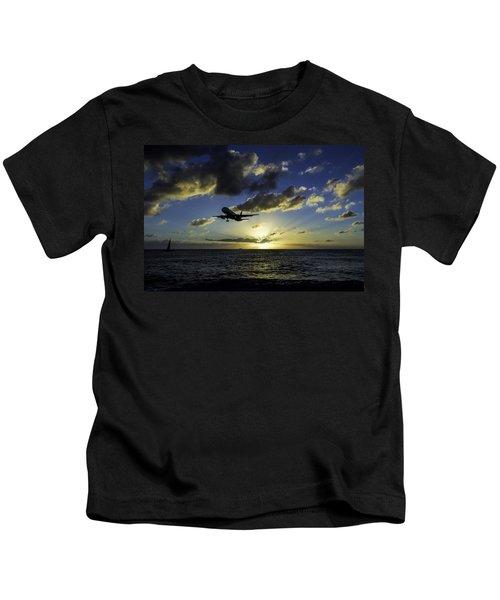 jetBlue landing at St. Maarten Kids T-Shirt