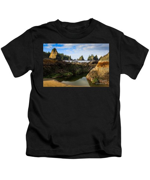 Low Tide At The Arches Kids T-Shirt