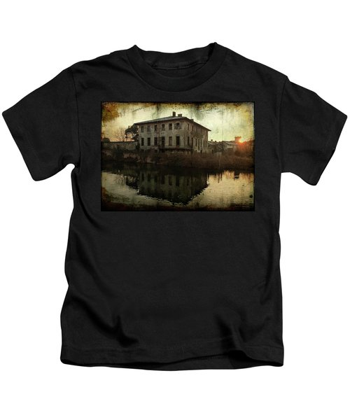 Old House On Canal Kids T-Shirt