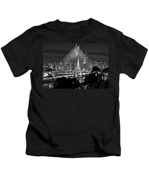 Sao Paulo - Ponte Octavio Frias De Oliveira By Night In Black And White Kids T-Shirt