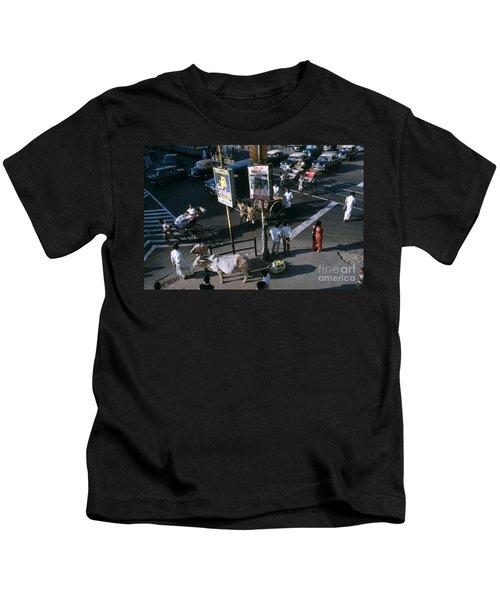 Sacred Cow In Kolkata Calcutta Kids T-Shirt