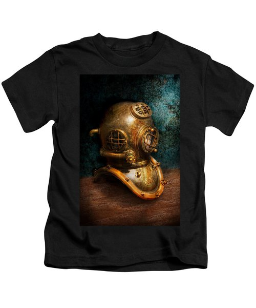 Steampunk - Diving - The Diving Helmet Kids T-Shirt