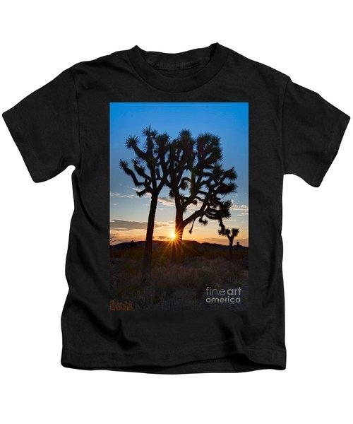 Sunrise Burst - Joshua Trees Beautifully Lit Joshua Tree National Park. Kids T-Shirt
