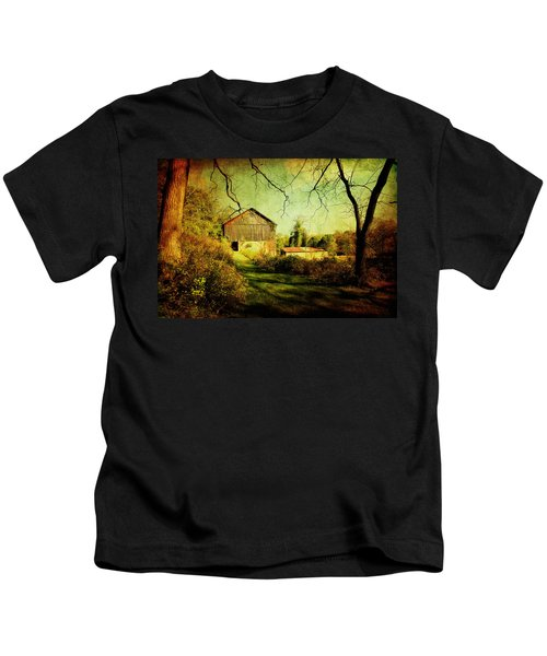 The Old Barn With Texture Kids T-Shirt
