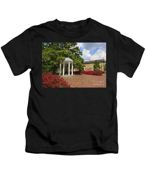 The Old Well At Chapel Hill Campus Kids T-Shirt