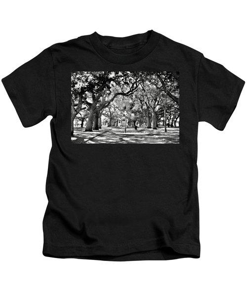 White Point Gardens At Battery Park Charleston Sc Black And White Kids T-Shirt