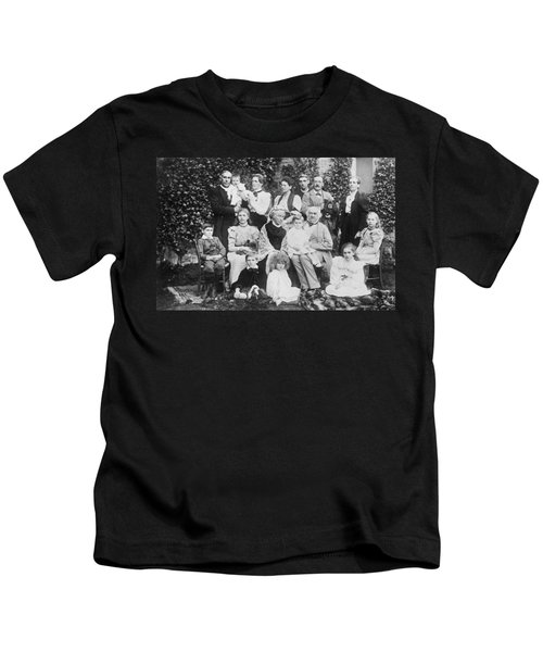 William Gladstone With Family Kids T-Shirt
