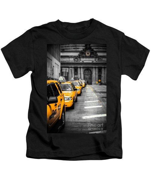 Yellow Cabs Waiting - Grand Central Terminal - Bw O Kids T-Shirt