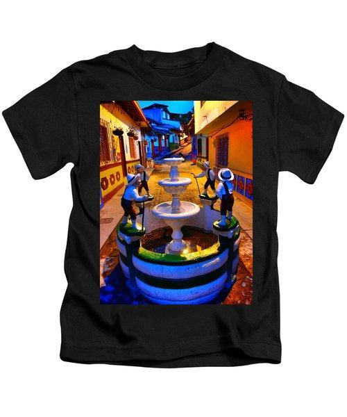 Calle Del Recuerdo Kids T-Shirt