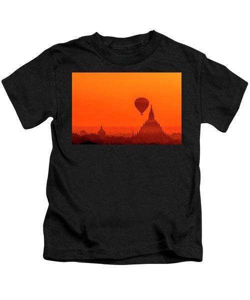 Bagan Pagodas And Hot Air Balloon Kids T-Shirt