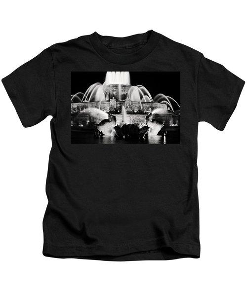 Buckingham Fountain At Night Kids T-Shirt