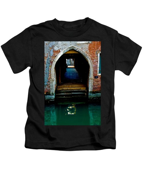 Canal Entrance Kids T-Shirt