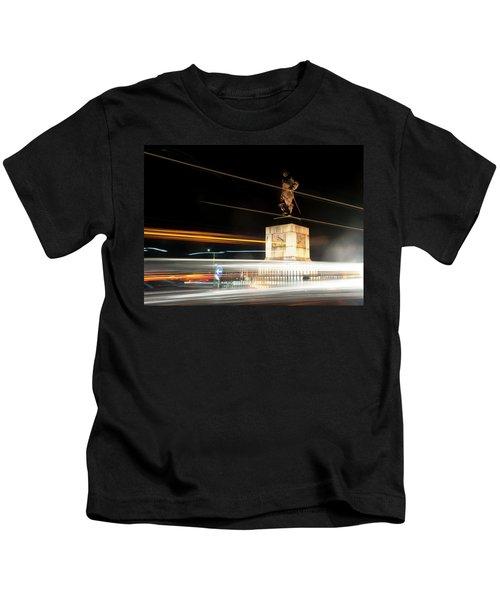 Drake's Statue Traffic Trails Iv Kids T-Shirt