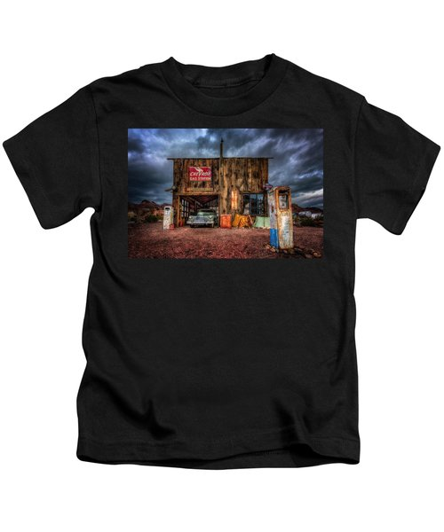 Nelson Nevada, Weathered Garage, Car, And Gas Pump Kids T-Shirt