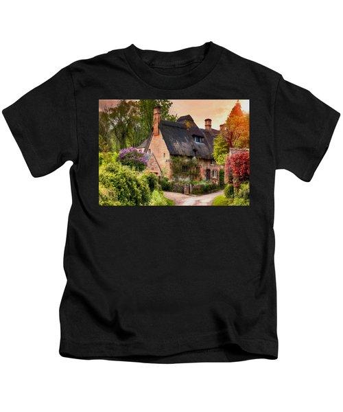 Old English Cottage At Summerfieldhurst. L B Kids T-Shirt