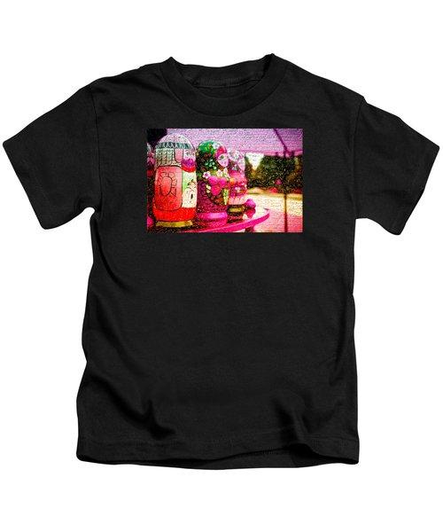 Russian Matrushka Dolls Wall Art Kids T-Shirt