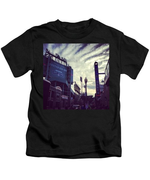 A Fine Night Is Upon Us #beantown Kids T-Shirt