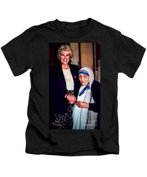 A Vist With Mother Teresa Kids T-Shirt
