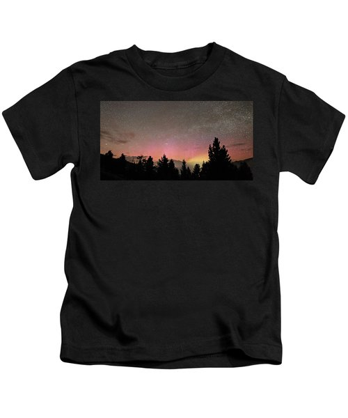 Aurora Borealis Over Mammoth Hot Springs In Yellowstone Np Kids T-Shirt