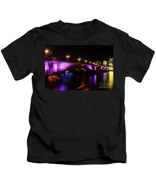 Blackfriars Bridge Illuminated In Purple Kids T-Shirt