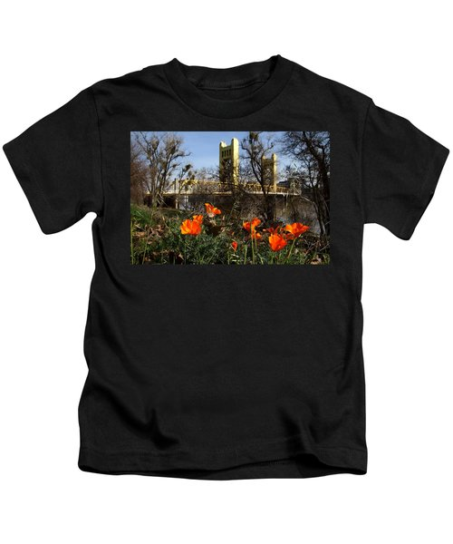 California Poppies With The Slightly Photographically Blurred Sacramento Tower Bridge In The Back Kids T-Shirt