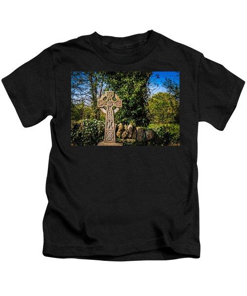 Celtic Knots Decorate A Celtic Cross Kids T-Shirt