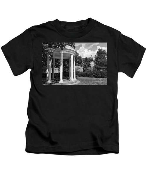 Chapel Hill Old Well In Black And White Kids T-Shirt