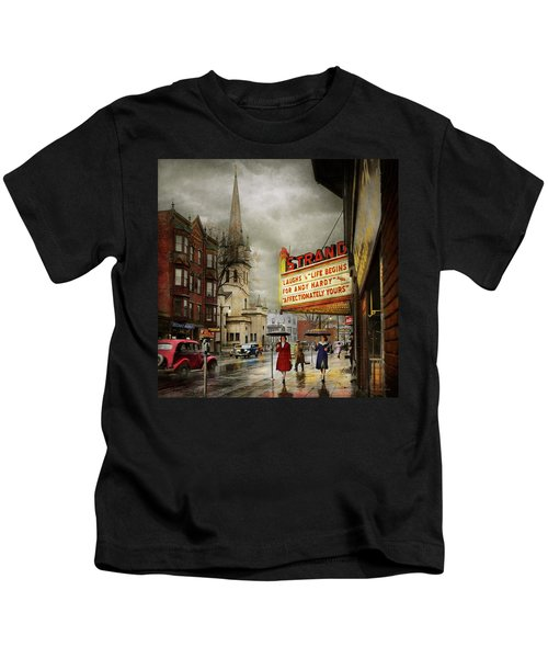 City - Amsterdam Ny - Life Begins 1941 Kids T-Shirt